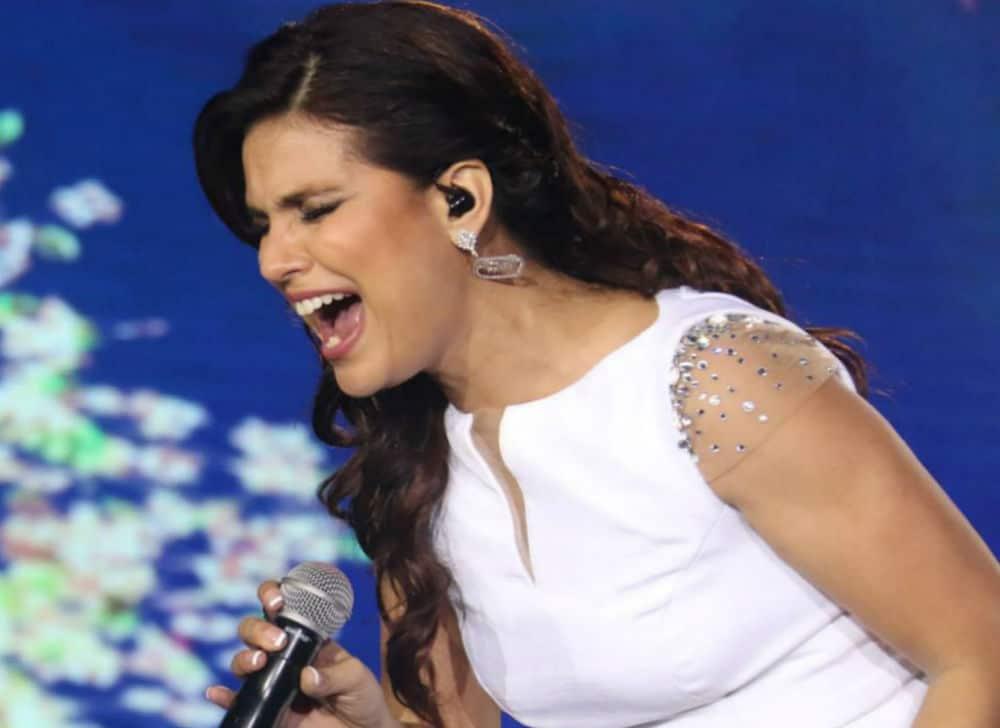 Cantora Aline Barros usa os fones de ouvido in ear da Xtreme Ears