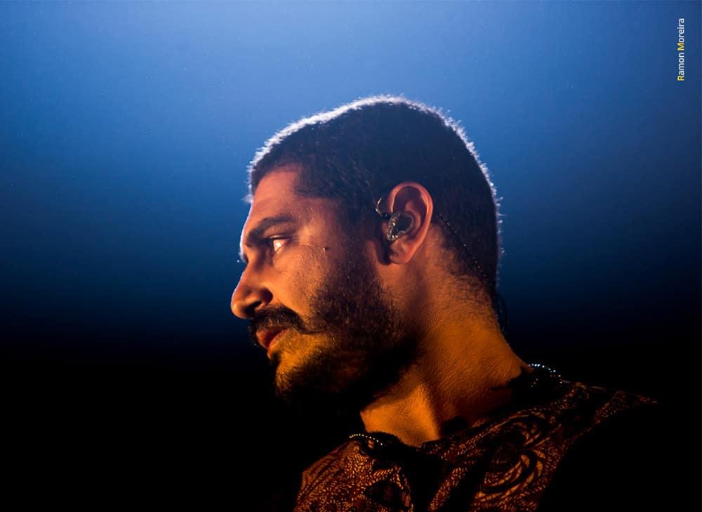 Cantor Criolo usa os fones de ouvido in ear da Xtreme Ears