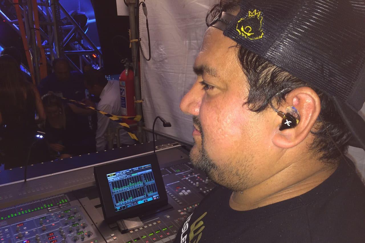 Técnico de som Da Lua usa os fones de ouvido in ear da Xtreme Ears