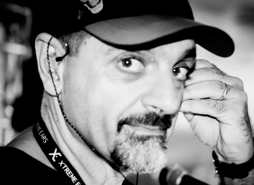 Técnico de Som Farat usa os fones de ouvido in ear da Xtreme Ears