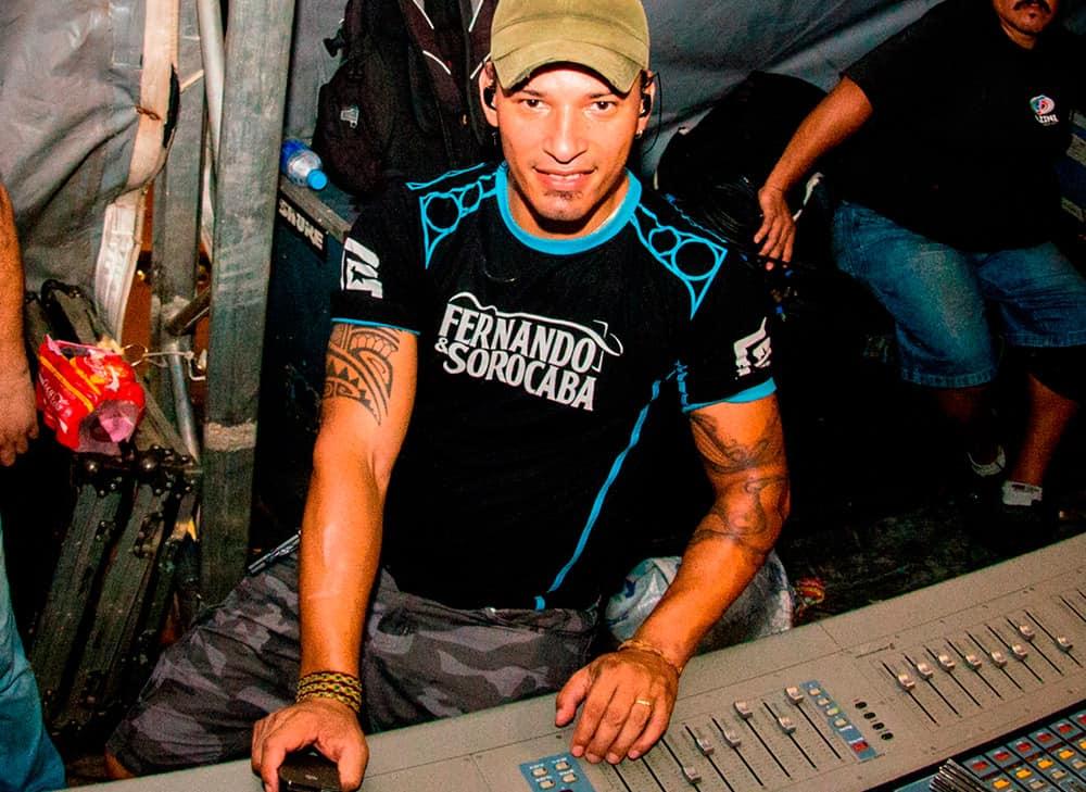 Técnico de Som Fernando Arantes usa os fones de ouvido in ear da Xtreme Ears