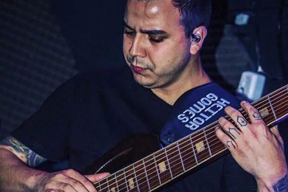 Heitor Gomes baixista do Gomes 8 usa os fones de ouvido in ear da Xtreme Ears