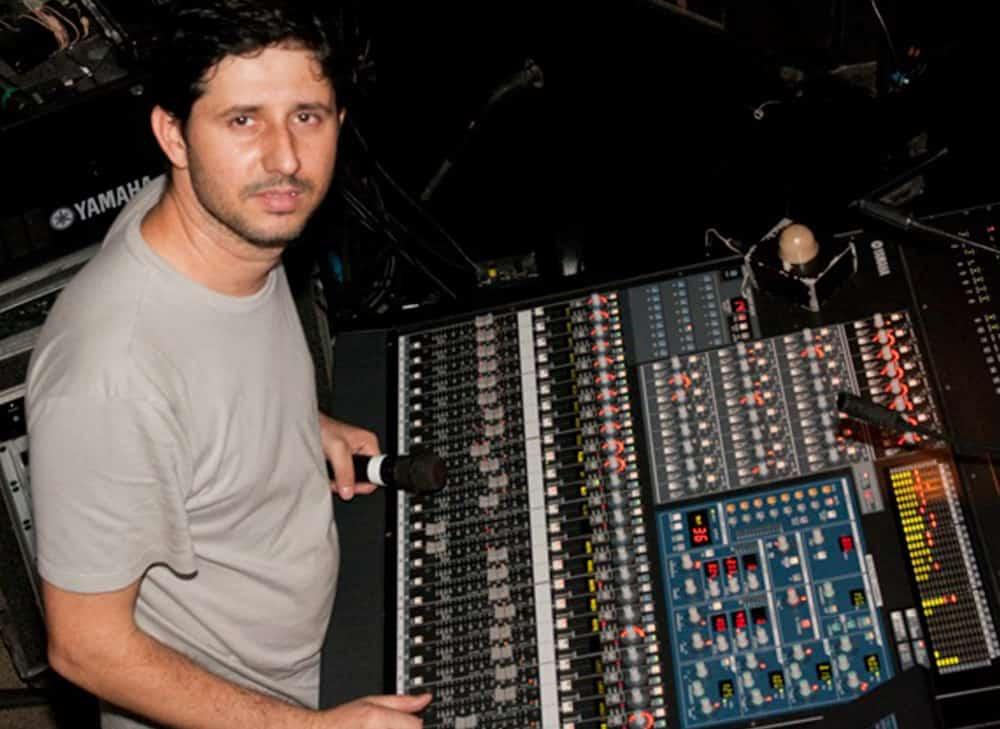 Técnico de Som Luis Clemente usa os fones de ouvido in ear da Xtreme Ears