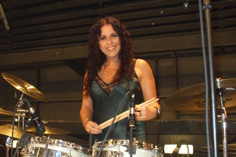 Vera Figueiredo baterista usa fones in ear da Xtreme Ears