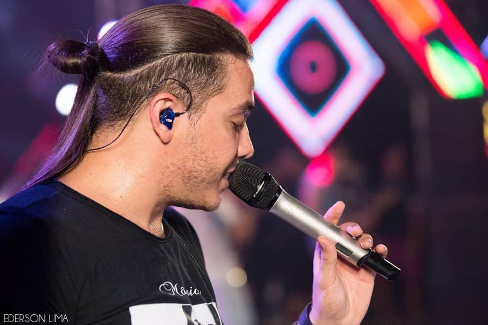 Wesley Safadão usa os fones de ouvido in ear da Xtreme Ears