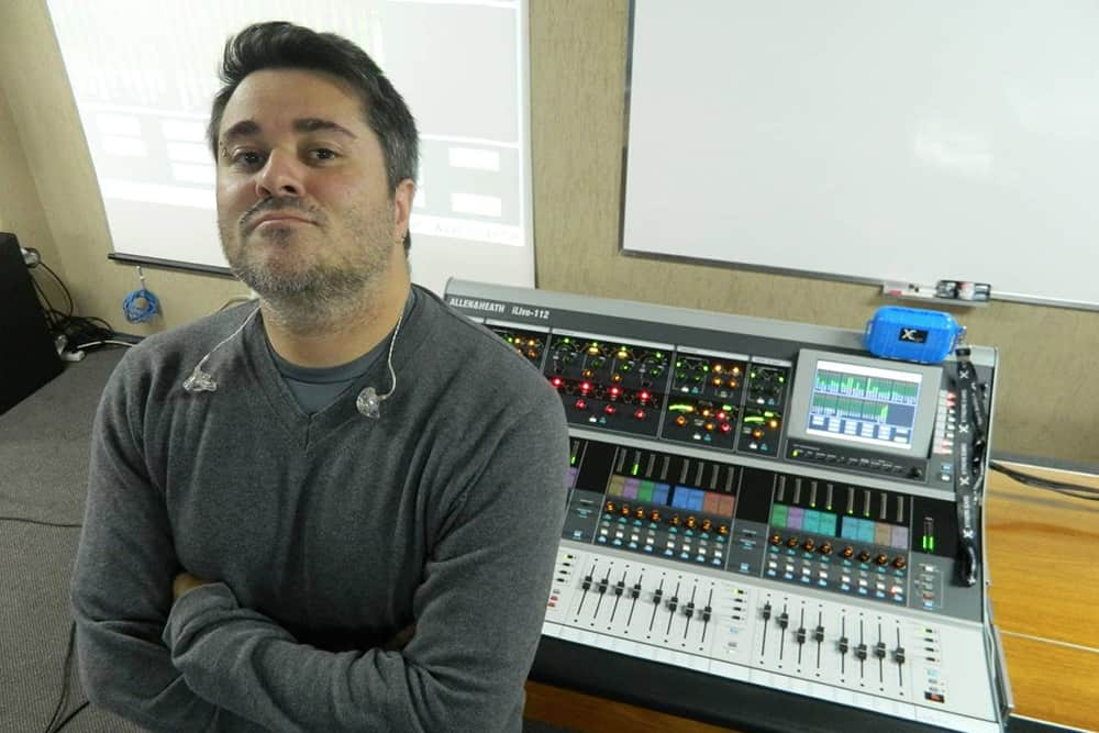 Luizinho Mazzei usa os fones de ouvido in ear da Xtreme ears