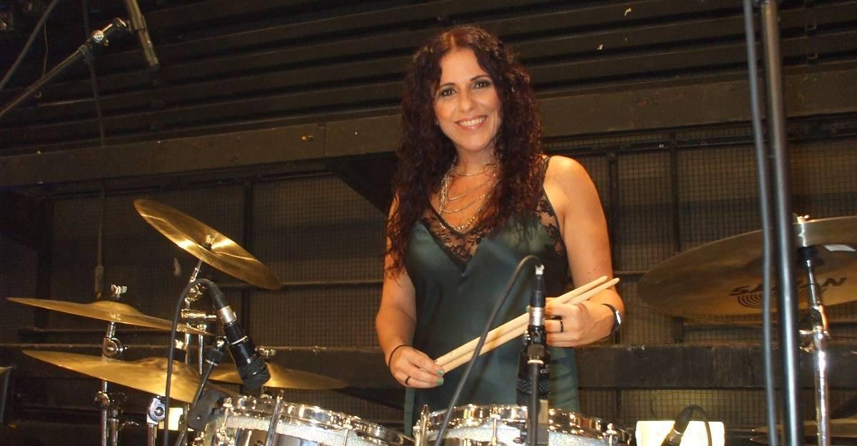 Vera Figueiredo, baterista usa Xtreme Ears a uma ano