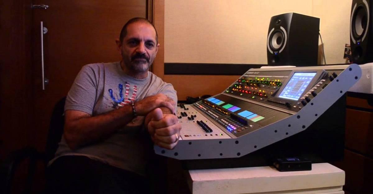 Paulo Farat usa os fones da Xtreme Ears